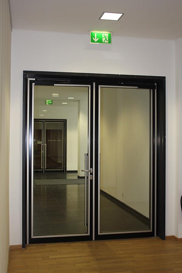 论无锡玻璃隔断选材的关键性